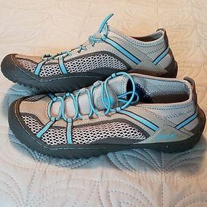 Fila ladies athletic shoes size 7 EUC